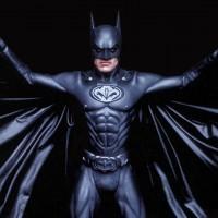 Обзор одежды и аксессуаров c изображениями BATMAN >