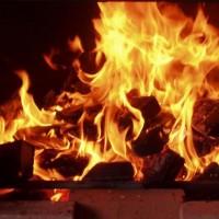 Выбираем одежду и аксессуары с символикой огня>