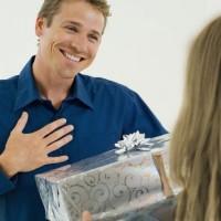 Обзор одежды и аксессуаров для подарка мужу>