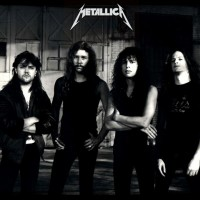 Обзор одежды и аксессуаров с изображениями Metallica >
