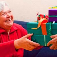 Выбираем одежду и аксессуары для тещи в подарок>