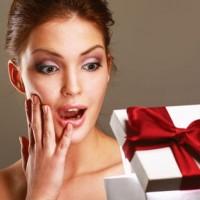 Одежда и аксессуары для девушки в подарок>