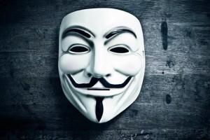 Выбираем одежду и аксессуары c принтами Anonymous