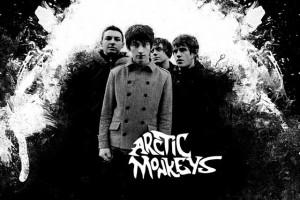 Выбираем одежду и аксессуары c принтами Arctic Monkeys