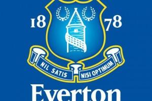 Обзор одежды и аксессуаров с символикой Эвертон