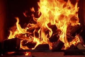 Выбираем одежду и аксессуары с символикой огня