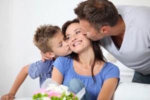Выбираем одежду и аксессуары для подарка на День матери