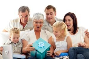 Одежда и аксессуары для бабушки в подарок