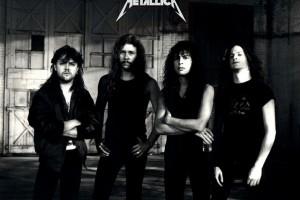 Обзор одежды и аксессуаров с изображениями Metallica