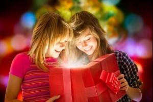 Выбираем одежду и аксессуары для подарка сестре